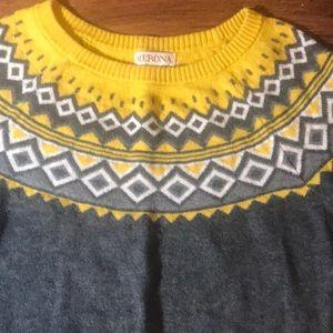 Cute vintage looking sweater